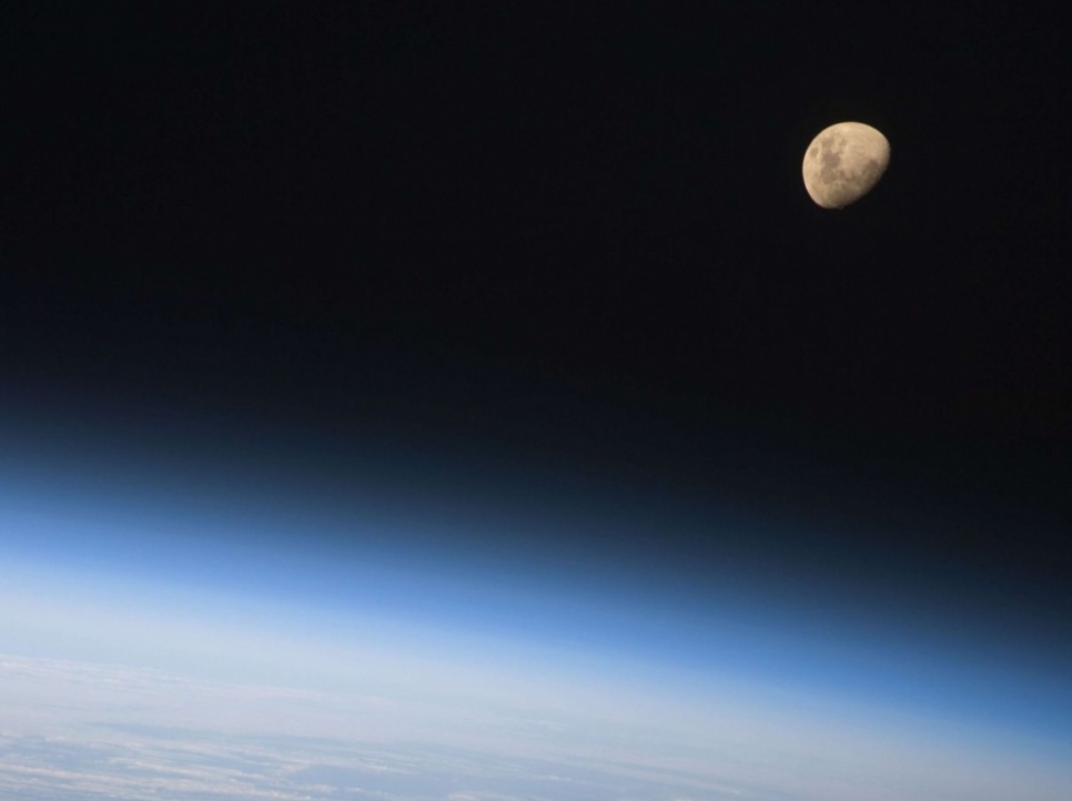 La Lune vue depuis la navette Discovery, en 2009. (Nasa)